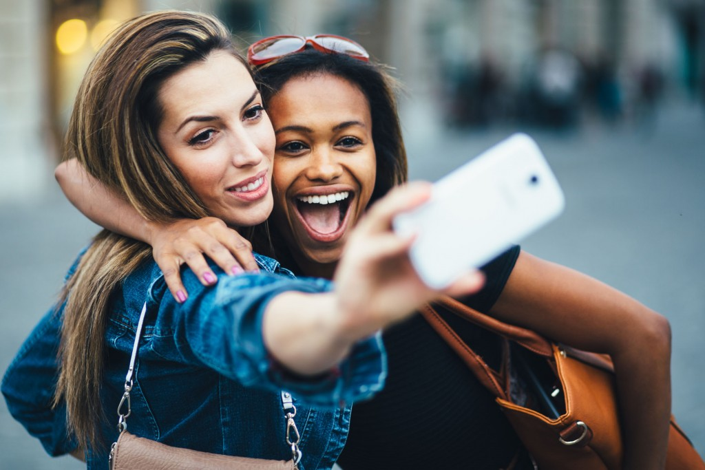 7 tips for snapping the perfect selfies