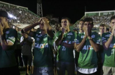 Soccer Fans In Brazil, Columbia Pay Tribute To The Brazil Plane Crash Victims
