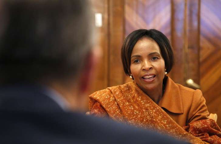 South African Foreign Minister Plays Down Unfolding Zimbabwe crisis