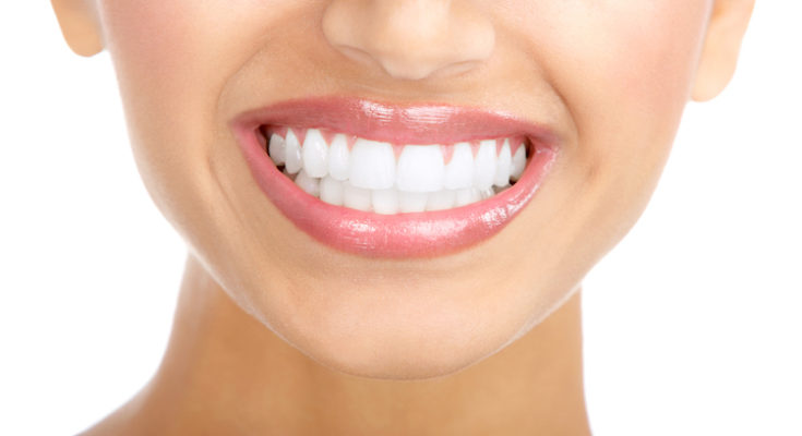 7 Natural Ways to Whiten Your Teeth
