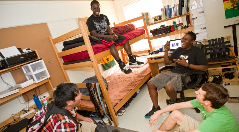 10 Tips for Getting Along With Your College Roommate